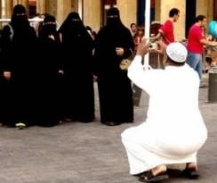 arab-man-w-4-wives-300x253